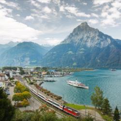 Schoene-Aussichten-Touristik-Bahnreise-Bahnerlebnis-Schweiz