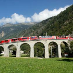 Schoene-Aussichten-Touristik-Bahnreise-Natur-Bahngenuss-Schweiz